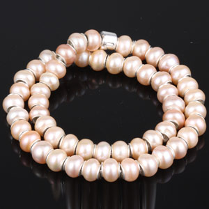 Pearl bracelet for Mother's Day